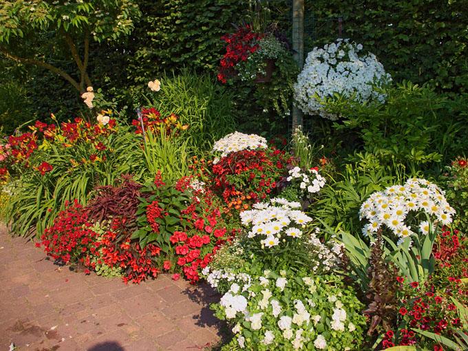 Atemberaubend Garten Gestaltung in rot und weiß #SF_03